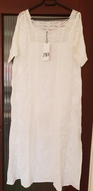 Zara Kleid mit Zierband und Stickerei gebrochen weiss boohoo