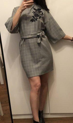 Zara Robe mi-longue noir-blanc