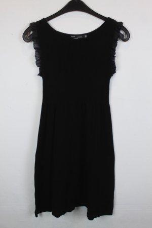 Zara Kleid Strickkleid Gr. S schwarz Rüschen Details am Arm (18/2/597)