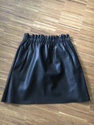 ZARA Kunstleder Rock mit Taschen schwarz Gr. S