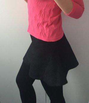 Zara kurzer, schwarzer Rock mit Knitterlook