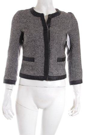 Zara Kurzjacke schwarz-weiß Webmuster Street-Fashion-Look