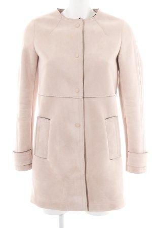 Zara Abrigo corto crema look casual