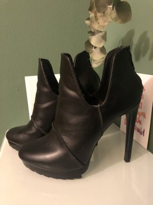 Zara Woman Stivaletto cut out nero Pelle