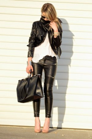 Zara Pantalón de cuero negro-color plata