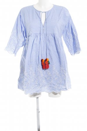 Zara Minikleid weiß-himmelblau Streifenmuster Street-Fashion-Look