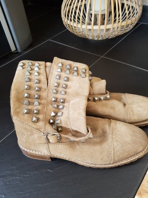 Zara Booties beige suede