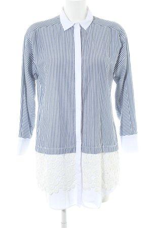 Zara Oversized Bluse weiß-dunkelblau Streifenmuster Street-Fashion-Look