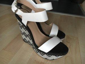 Zara Poemp schwarz weiß Muster