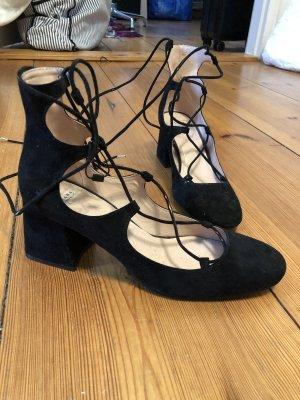 Zara Strapped pumps black