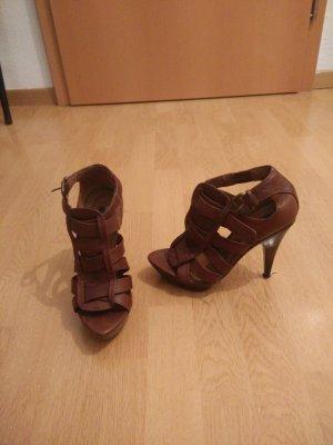 Zara Riemchen High Heels in braun