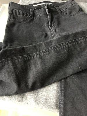 Zara Röhrenjeans in schwarz mit normalem Bund