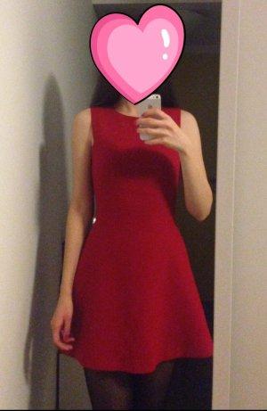 Zara rotes Kleid ohne Ärmel