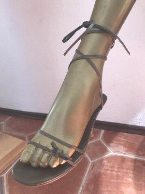 Zara Sandalias de tacón de tiras caqui