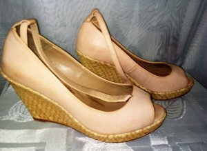 ZARA Sandalleten Wedges in gr 37 Farbe Beige