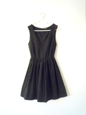 ZARA schwarzes *Brokat* Skater-Kleid V-Ausschnitt