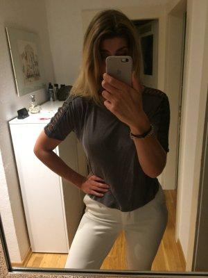 Zara Shirt mit Cut Outs an den Ärmeln