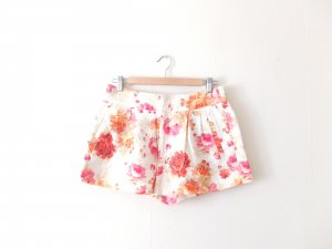 Zara Shorts Gr. M 38 40 hot pants nude muster pattern print blumen flowers