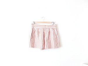 Zara Shorts Gr. M nude braun gestreift hot pants high waist retro