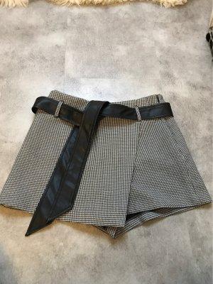 Zara Shorts negro-blanco
