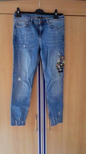 Zara Skinny Röhrenjeans mit Blumenstickerei Größe 38 M