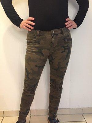 Zara Slim Fit Hose in Camouflage Optik 38/40 wie NEU sportliche Impressionen