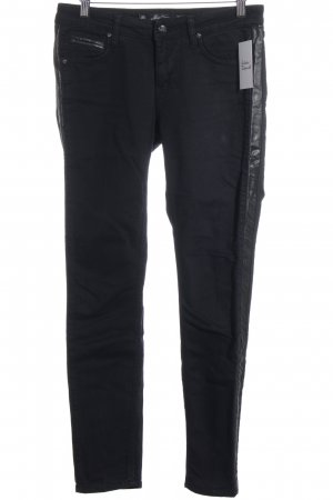Zara Slim Jeans schwarz Street-Fashion-Look