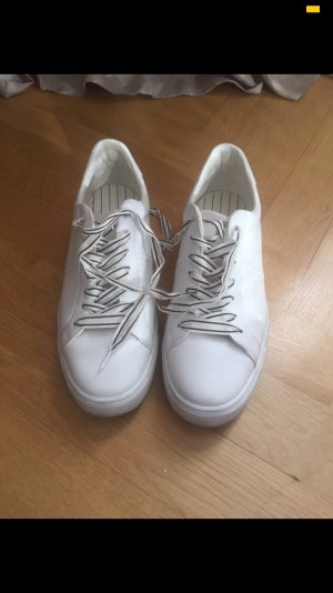 Zara Zapatilla brogue blanco