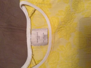 Zara-Top in sonnigem Gelb, filigranes Rosenmuster!***