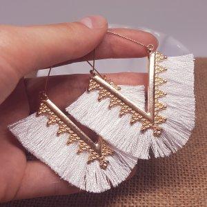 Zara Statement gold Quastenohhringe, weiße Fransen, Dreiecksform, verziert, neu