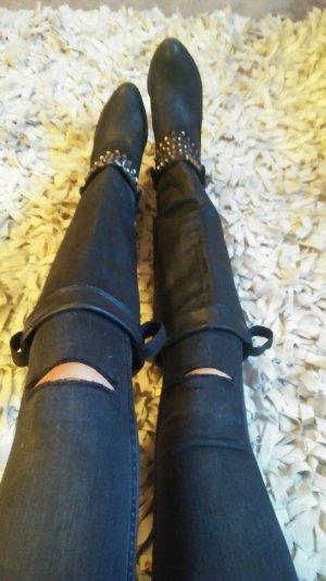 Zara Stiefel echt Leder mit Nieten Größe 41 abzugeben.