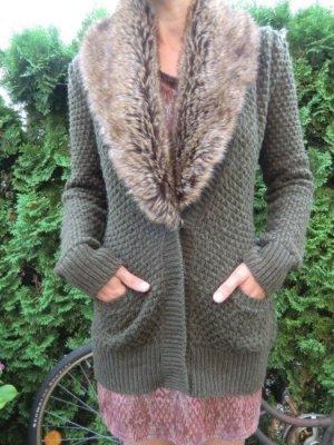 Zara Strickjacke mit Fellkragen Fake Fur Grobstrick Cardigan oliv grün Jacke