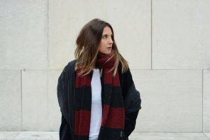 Zara Strickschal schwarz-rot klassischer Stil