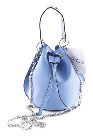 Zara Trafaluc Beuteltasche kornblumenblau-silberfarben Street-Fashion-Look