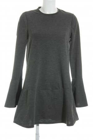 Zara Trafaluc Schößchenkleid dunkelgrau Street-Fashion-Look