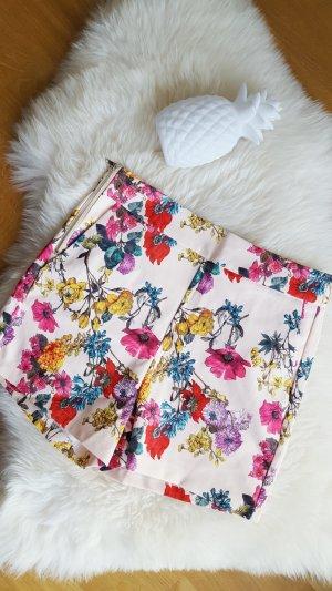 Zara Trafaluc Shorts mit Blumen NEU L (40)