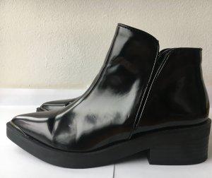 Zara Trendboots mit Ziermetallleiste