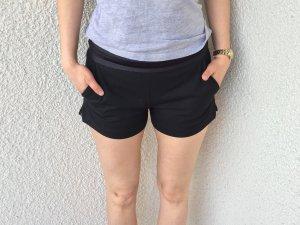 Zara TRF Shorts schwarz Chic Spitze Gr.S