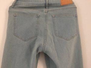 ZARA Washed Jeans mit Löchern und Fransen