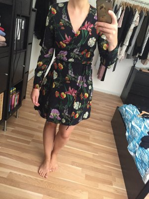 Zara Wickelkleid mit Blumenmuster