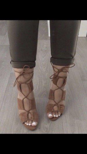 Zara Tacones con cordones marrón Gamuza