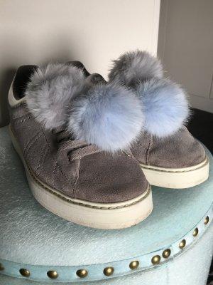 Zara Wildleder Sneaker grau Fell Bommel Fake Fur 38 NP 50 Leder Schuhe hellgrau Pelz NEU