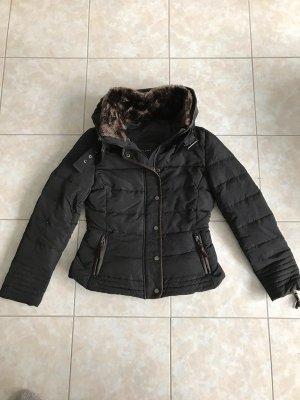 Zara Winterjacke schwarz Größe M