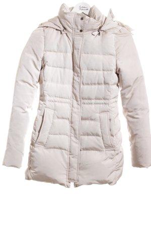 Zara Abrigo de invierno crema look casual