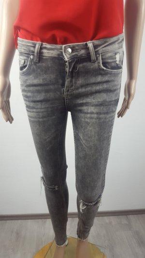Zara Woman Damen Jeans Röhrenjeans grau Größe S used Look