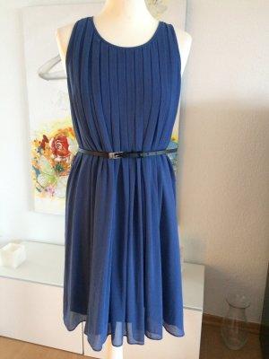 Zara Woman Kate Middleton Kleid M blau plissiert