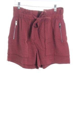 Zara Woman Shorts karminrot Street-Fashion-Look