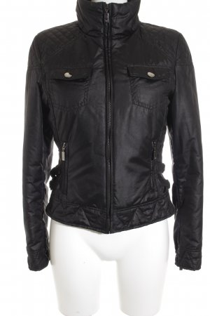 Zara Woman Übergangsjacke schwarz Steppmuster Street-Fashion-Look