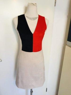 Zara wunderschönes Kleid mit V-Ausschnitt Neu mit Etikett