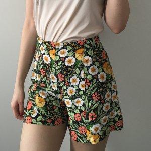 Zara XS kurze Hosen mit Blumenmuster